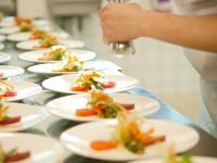 In Gourmet-Workshops können Sie Chefköchen und Exerten über die Schulter gucken - © Foto: Lucky Dragon / fotolia.com