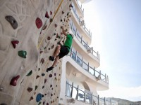 An der Kletterwand können Sie Ihre Schwindelfreiheit unter Beweis stellen! Foto: ?