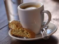 Für einen guten Start in den Tag darf ein Kaffee nicht fehlen - © Foto: Torsten Schon / fotolia.com