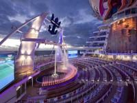 Im Aqua Theater erleben Sie außergewöhnliche Shows - Foto: Royal Caribbean International