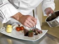Bei den Gourmet-Themenreisen erhalten Sie neue Ideen für das Servieren von Speisen - © Foto: LUMIERES / fotolia.com
