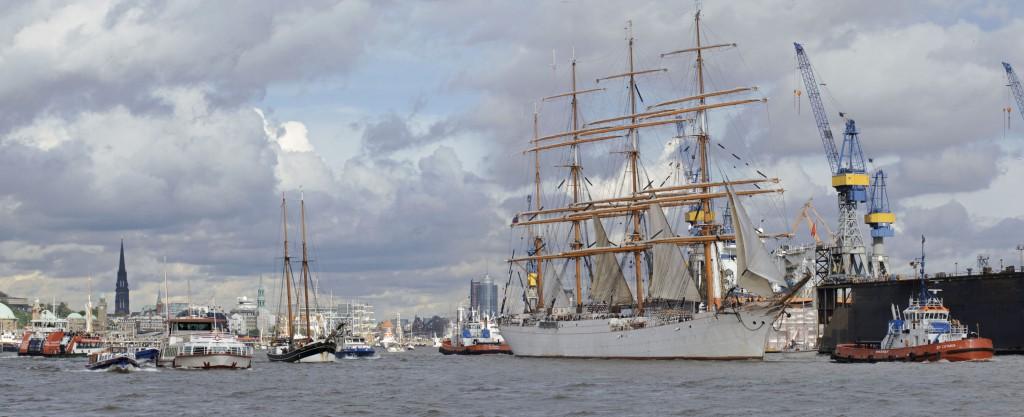 Großsegler und Kreuzfahrtschiffe auf dem Hafengeburtstag in Hamburg