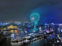 großes Feuerwerk beim Hafengeburtstag Hamburg
