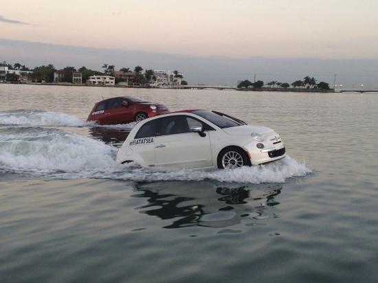 Schwimmende Autos