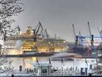 alternative Energieversorgung von Kreuzfahrtschiffen im Hafen Hamburg