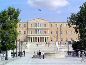 Das Parlamentsgebäude vom Syntagma-Platz aus