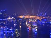 Bei der großen Schiffsparade am Samstagabend erwartet Sie eine eindrucksvolle Show. © Foto: bcsmedia, Hamburg 2015