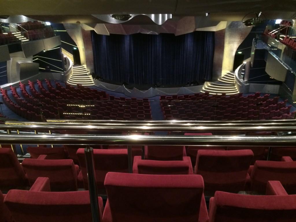 Das Theater zählt zu den größten auf hoher See.