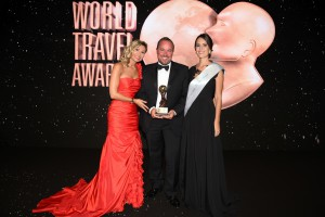 Christian Böll, Managing Director EMEA, erhält den World Travel Award © Foto: NCL