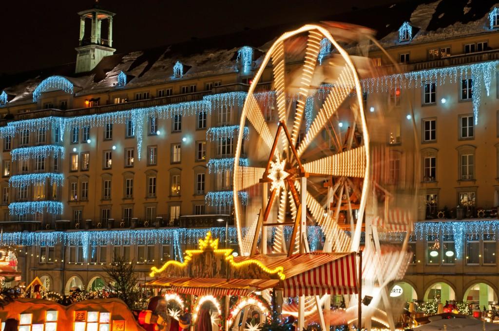 Weihnachtsmarkt in Dresden mit Riesenrad