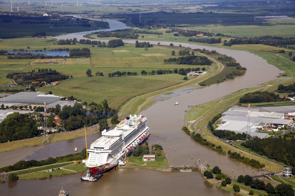 Emsüberführung des Kreuzfahrtschiffs Genting Dream