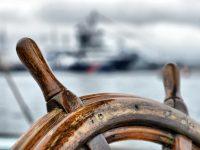 Steuerrad auf einem Schiff