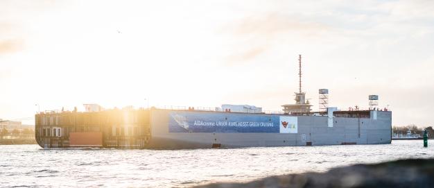 AIDAcosma, die Überführung des Maschinenraummodul Foto: AIDA Cruises